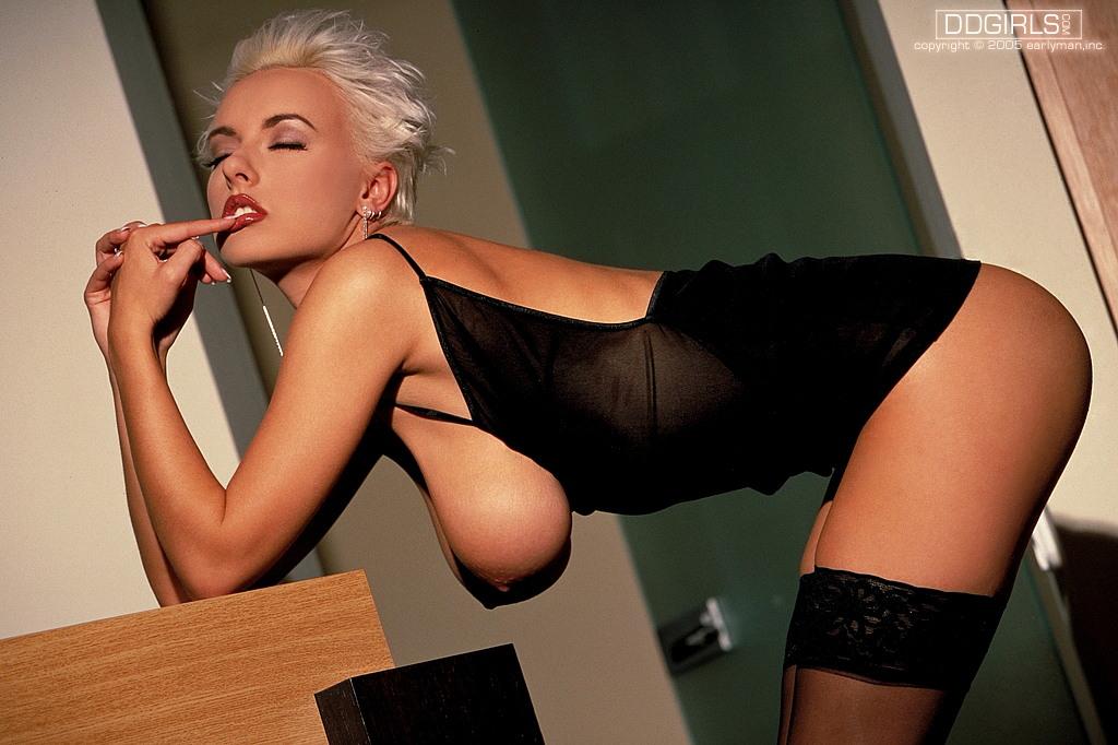 Порно фото блондинки короткие волосы